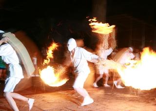 勇壮な火祭り