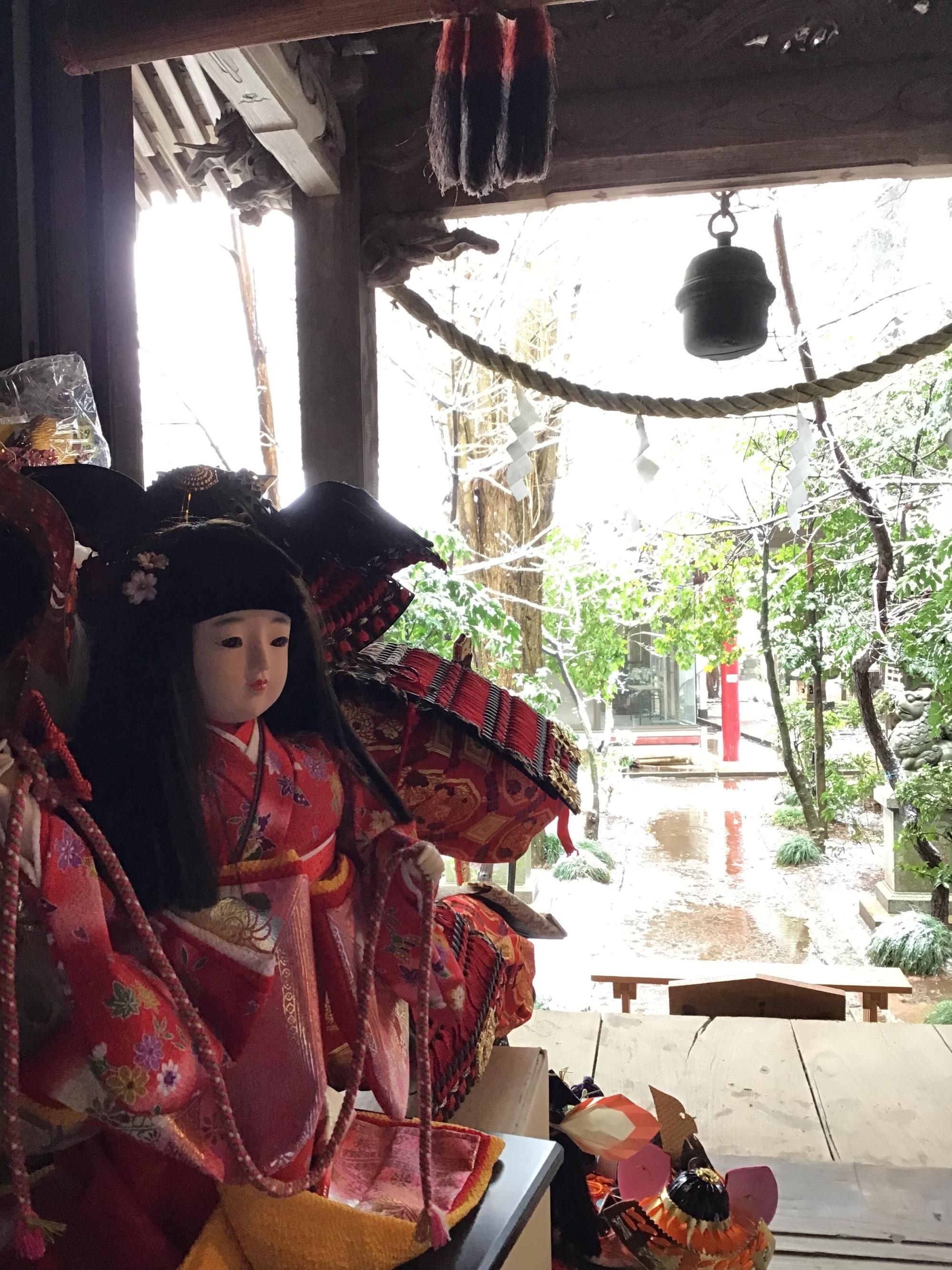 花見と雪見が同時に!降雪&積雪の中の人形供養慰霊祭