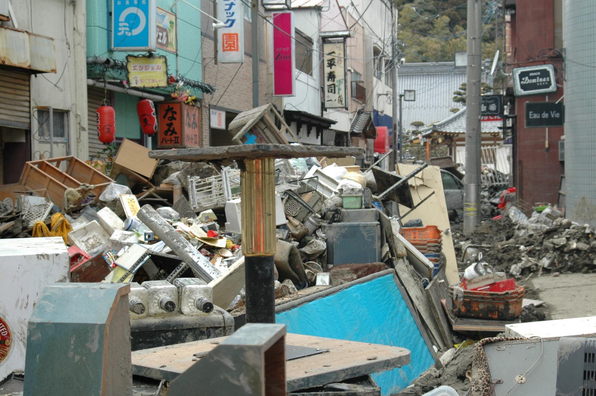震災発生後3週間ほどの石巻駅周辺