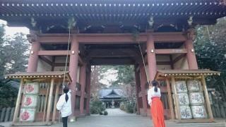 神門の高い所も竹でササっと…