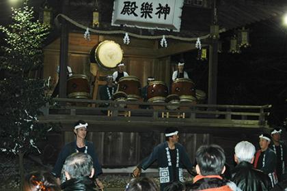 新年を祝う勇壮な太鼓の演奏